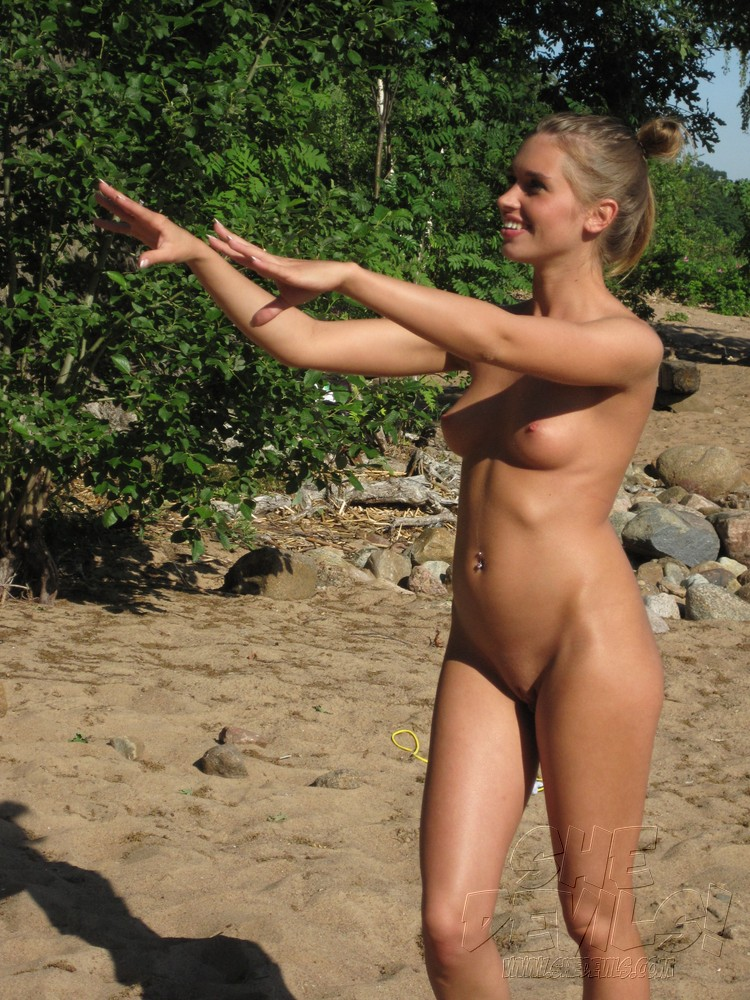 Women on nude beaches