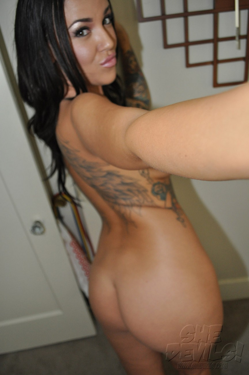 Drunk And Wild Nude Tattoo Girl Emily
