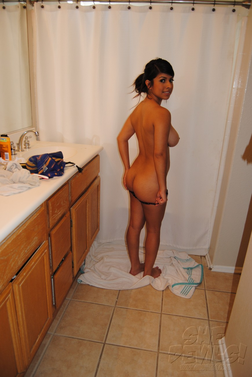 Latina bathroom