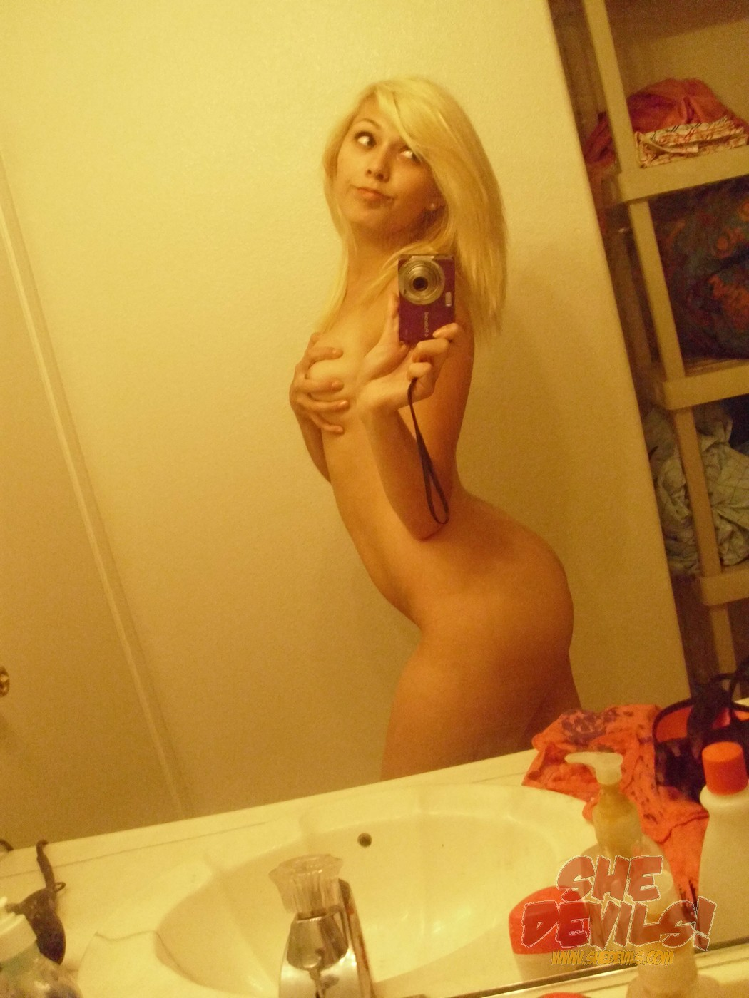 naked teen blonde girl selfie