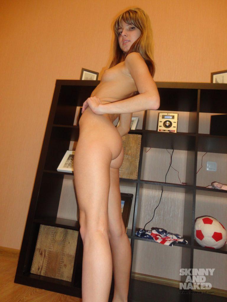Skinny nude girls